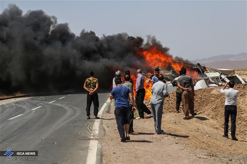 انفجار در جاده سبزوار بر اثر تصادف دو کامیون حامل مواد شیمیایی/ گزارش تصویری