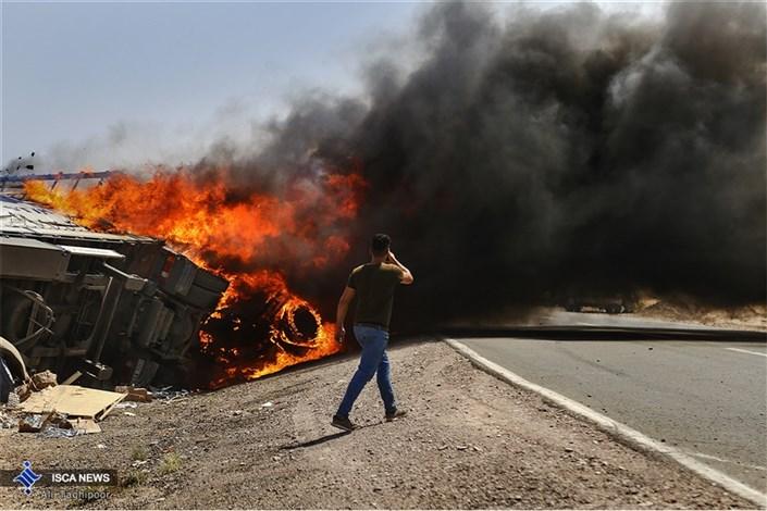 انفجار در جاده سبزوار بر اثر تصادف دو کامیون حامل مواد شیمیایی