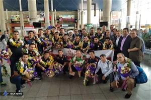 قهرمانهای ایرانی وارد تهران شدند + عکس