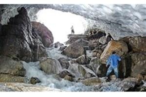 ریزش غار یخی کوهرنگ/ ۱۰ نفر زیر آوار یخ گرفتار شدند