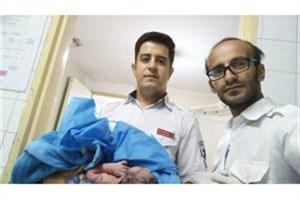 تولداولین نوزاد شهریور  ماه ۹۷ در آمبولانس  اورژانس +عکس