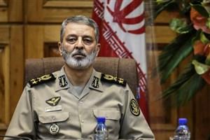 مردم با تمام وجود از ارزشهای انقلاب اسلامی پاسداری میکنند