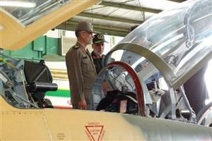 رئیس دفتر فرماندهی معظم کل قوا از جنگنده کوثر بازدید کرد