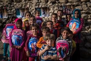 اهدای 9500 بسته لوازمالتحریر به دانشآموزان  زلزلهزده سرپل ذهاب