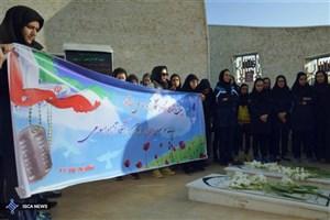 تجدید میثاق دختران والیبالیست دانشگاه آزاد با آرمانهای امام خمینی و شهدای گمنام