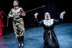 «دیکتاتور عاشق» نمایشی از ابتذال