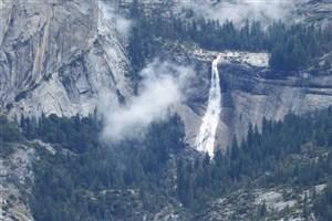 سلفی  گرفتن با آبشار نوادا جان جوان 18 ساله را گرفت