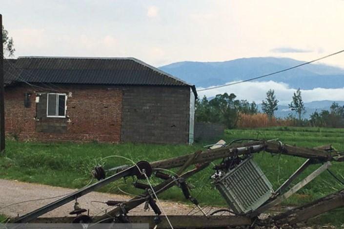 تخریب سقف منازل بر اثر طوفان