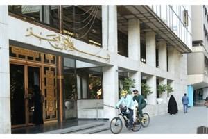 رئیس کمیته محیط زیست با دوچرخه به شورا رفت