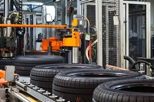 بازار سیاه لاستیک خودرو و اختلاف 200 هزار تومانی با کارخانه/ لزوم افزایش عرضه مستقیم