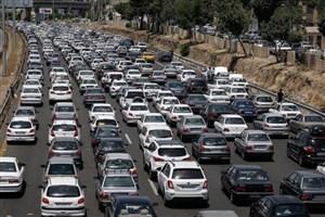 در باند جنوبی آزادراه کرج - قزوین  ترافیک نیمه سنگین است