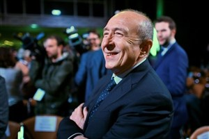 وزیر کشور فرانسه با موافقت ماکرون کنارهگیری کرد