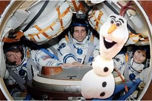 عروسکی که جاذبه صفر را به فضانوردان اعلام می کند
