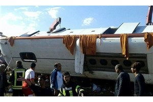 واژگونی اتوبوس در مرودشت5 کشته و 15 مصدوم به جای گذاشت