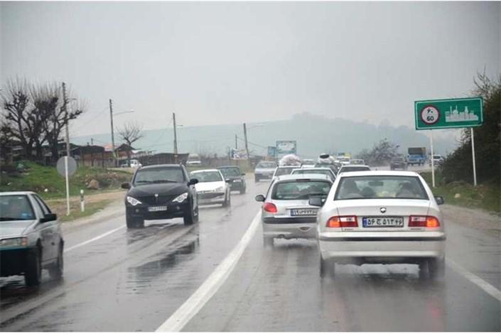 بارش باران در جاده های همدان