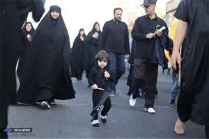 با جاماندگان  اربعین  حسینی در تهران/عشق به حسین (ع) فاصله نمیشناسد