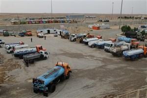 استقرار 35 تانکر آبرسانی سیار در پایانه مرزی مهران/ توزیع 150 هزار بسته آب میان زوار اربعین
