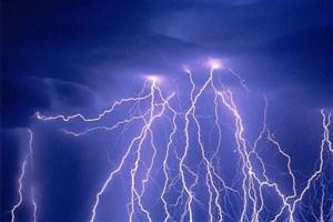 خطر تگرگ و صاعقه در برخی مناطق کشور/ سیلاب و توفان در جنوب و غرب