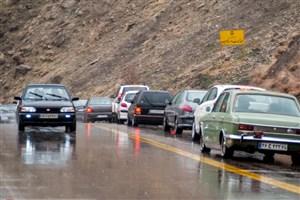 تداوم بارش برف و باران در محورهای 9  استان/ ترافیک سنگین  در آزادراه کرج-تهران