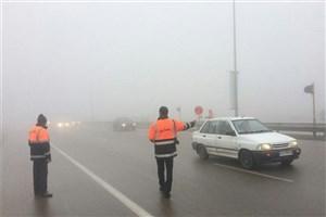 ادامه بارش و مه گرفتگی در جاده های 12  استان/ ترافیک سنگین در آزادراه کرج_تهران
