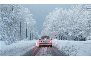 بارش برف و باران در اکثر جاده ها/محور دیزین-شمشک مسدود شد