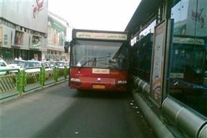 از هوش رفتن یکباره راننده اتوبوس BRT در خیابان آزادی