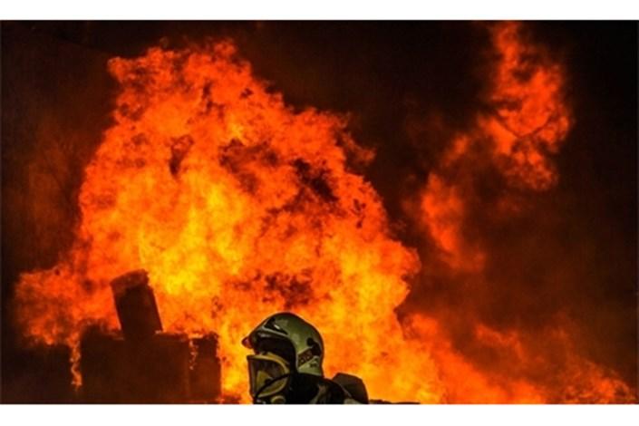 آتش سوزی در برج 11 طبقه