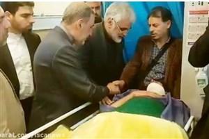 حضور دکتر ولایتی و دکتر طهرانچی بر بالین دانشجویان مجروح اتوبوس حادثه دیده