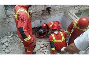 نجات معجزهآسای کارگر پس از ۷ ساعت از زیر آوار