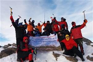 صعود کوهنوردان منتخب ارتش جمهوری اسلامی ایران به قله 3580 متری یخچال استان همدان