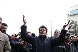 اعضای تعاونی مسکن کارکنان شهرداری منطقه ۱۸ درمقابل شورای شهرتجمع کردند