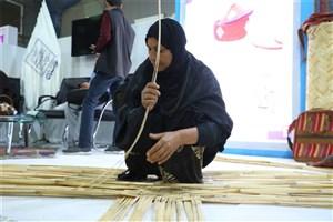 بانوان  روستای عِلوه خوزستان، آموزش تخصصی کارآفرینی و تکنیک بافت می بینند