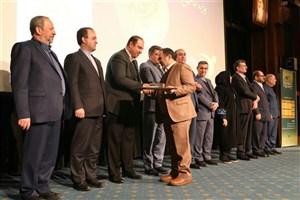 اهدای  جایزه ارزیابی تعالی منابع انسانی  به شهرداری منطقه 13