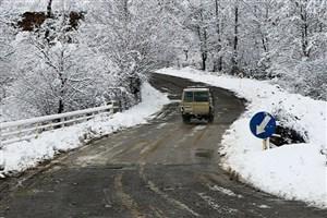 یخ زدگی در جاده های گلستان و اردبیل/ رانندگان از زنجیر چرخ استفاده کنند