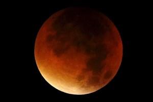 طلوع «ابر ماه خون» بر فراز زمین