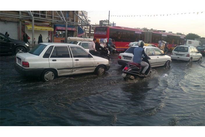 باران خیابان های تهران  را قفل کرد