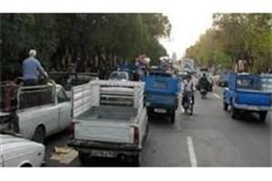 تجمع عده ای  از رانندگان وانتبار پلاک عمومی در مقابل شورای شهر تهران