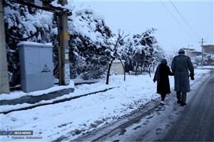 بارش برف و باران در برخی از جاده ها/ رانندگان از زنجیر چرخ استفاده کنند