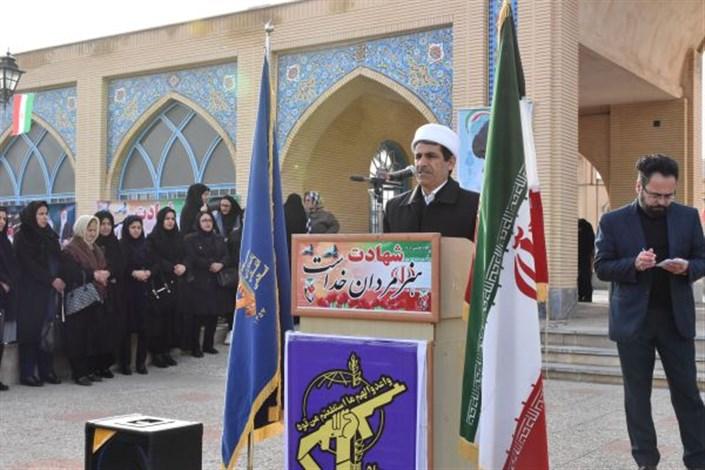 شرکت دانشگاهیان دانشگاه آزاد اسلامی بوکان در مراسم غبارروبی مزار شهدا به مناسبت  دهه مبارک فجر