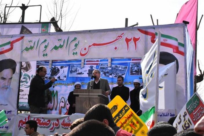 حضور گسترده دانشگاهیان دانشگاه آزاد اسلامی واحد بوکان در راهپیمایی 22 بهمن