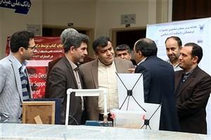 دکتر طهماسب کاظمی از نمایشگاه دستاوردهای پژوهشی دانشگاه آزاد اسلامی استان سمنان بازدید کرد