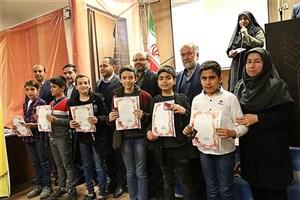 تجلیل از دانشآموزان ممتاز مدرسه سما واحد یادگار امام خمینی (ره)