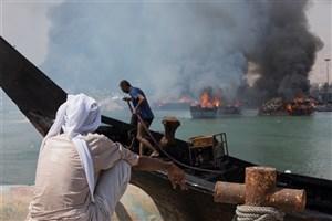 6 فروند قایق در خور بندزرک در آتش سوخت /تخلیه مواد نفتی در دریا جرم است