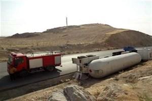 تانکر حمل سوخت واژگون شد/ مصدومیت راننده تانکر