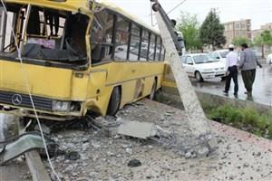 برخورد اتوبوس خط واحد با تیرچراغ برق در شیراز