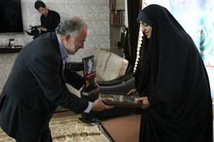 دیدار رئیس دانشگاه آزاد اسلامی واحد یادگار، با خانواده شهید مدافع حرم