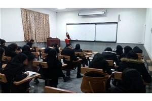 دوره آموزشی کمک های اولیه در دانشگاه آزاد اسلامی واحد شاهرود برگزار شد