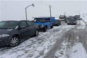 جاده  هراز به دلیل بارش برف مسدود شد