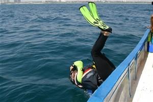 مصدومیت دو غواص آتشنشانی اهواز/ غواصان برای نجات سرباز غرق شده رفته بودند