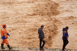 توزیع100 بخاری والور بین سیل زدگان/احتمال طغیان رودخانههای شیراز